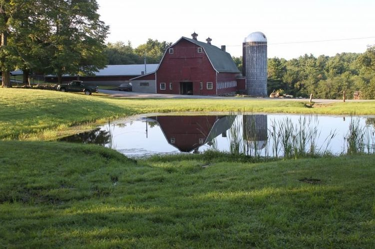 Big red barn, home to Barrette's, LLC