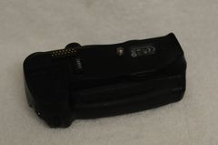 GENUINE NIKON BATTERY GRIP MB-D10 FOR NIKON D300, D300S, D700 WITH AA BATTERY HOLDER MS-D10