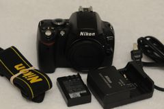 NIKON D40 BODY ONLY, CAP, BATTERY, CHARGER, STRAP