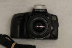 MINOLTA MAXXUM 350si DATE BACK KIT w/MAXXUM AF 35-70mm F3.5-4.5 ZOOM LENS, STRAP