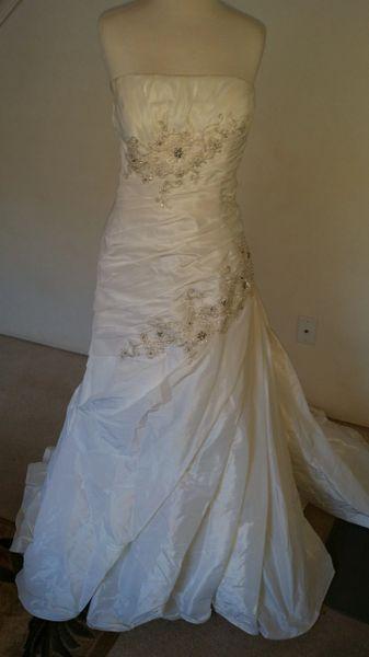 Casablanca Style 2026 size 18 Strapless White wedding gown