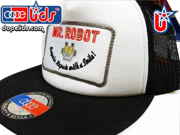 smart-patches Mr. Robot Trucker Hat (Black/White)