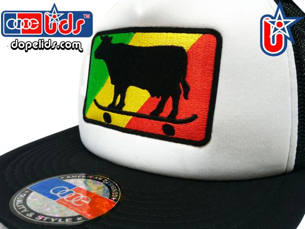 smart-patches Rasta Skater Cow Trucker Hat (Black/White)