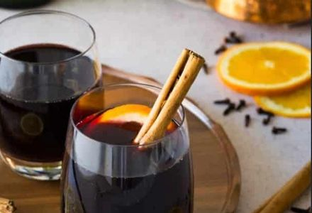 hot spiced wine with cinnamon, oranges, and cloves ingredients on table