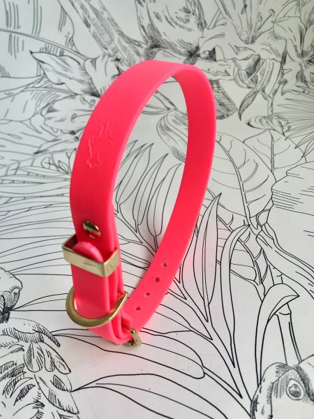Cerise all weather dog collar