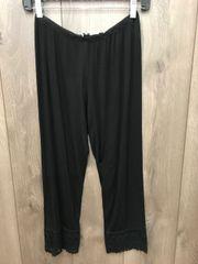 892 - Lace Trim Capri Legging