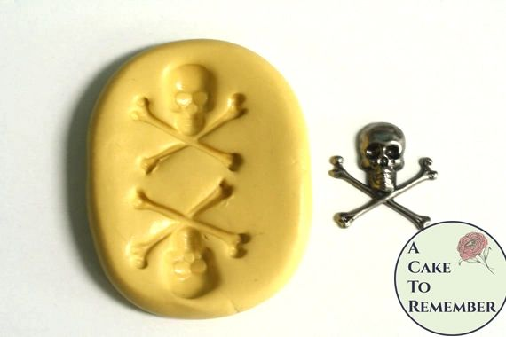 Little skull and crossbones silicone mold for fondant M5021
