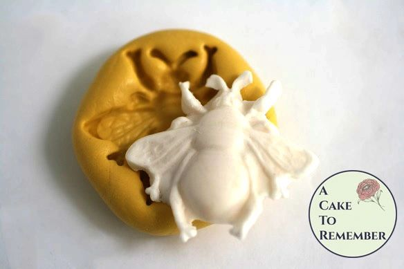 Silicone bee mold for fondant and gumpaste. M5084