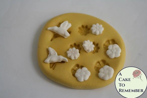 Tiny silicone hummingbird mold for cake pops or cake decorating. M5085