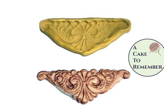 Silicone mold for corner scrollwork cake decorations M1052
