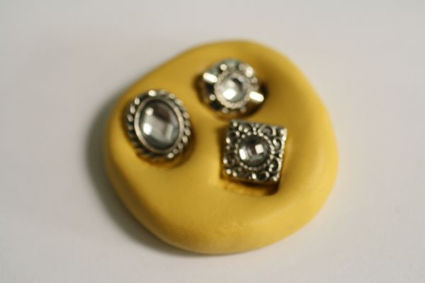 Three small jewels mold for cake decorating or polymer clay. M5176