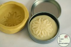 Lotion bar mold with daisy design