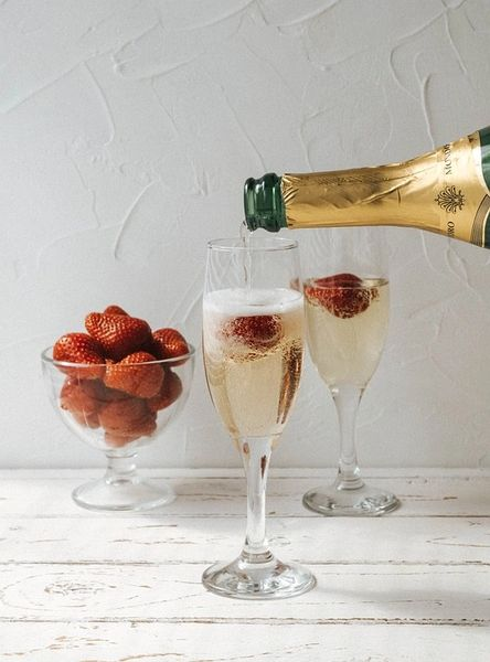 Berries & Bubbly