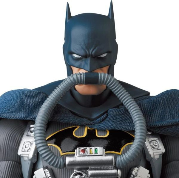 *PRE-SALE* Batman: Hush MAFEX No.166 Batman (Stealth Jumper Ver.) Action Figure
