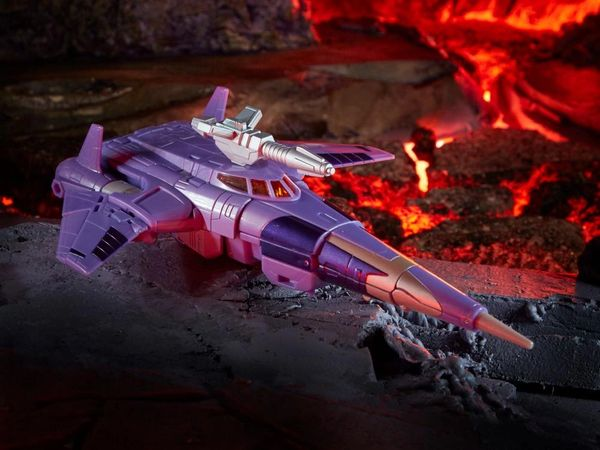 Transformers War for Cybertron: Kingdom Voyager Cyclonus Action Figure