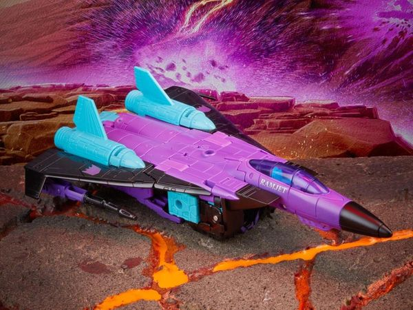 *PRE-SALE* Transformers Generations Selects Voyager G2 Ramjet Action Figure