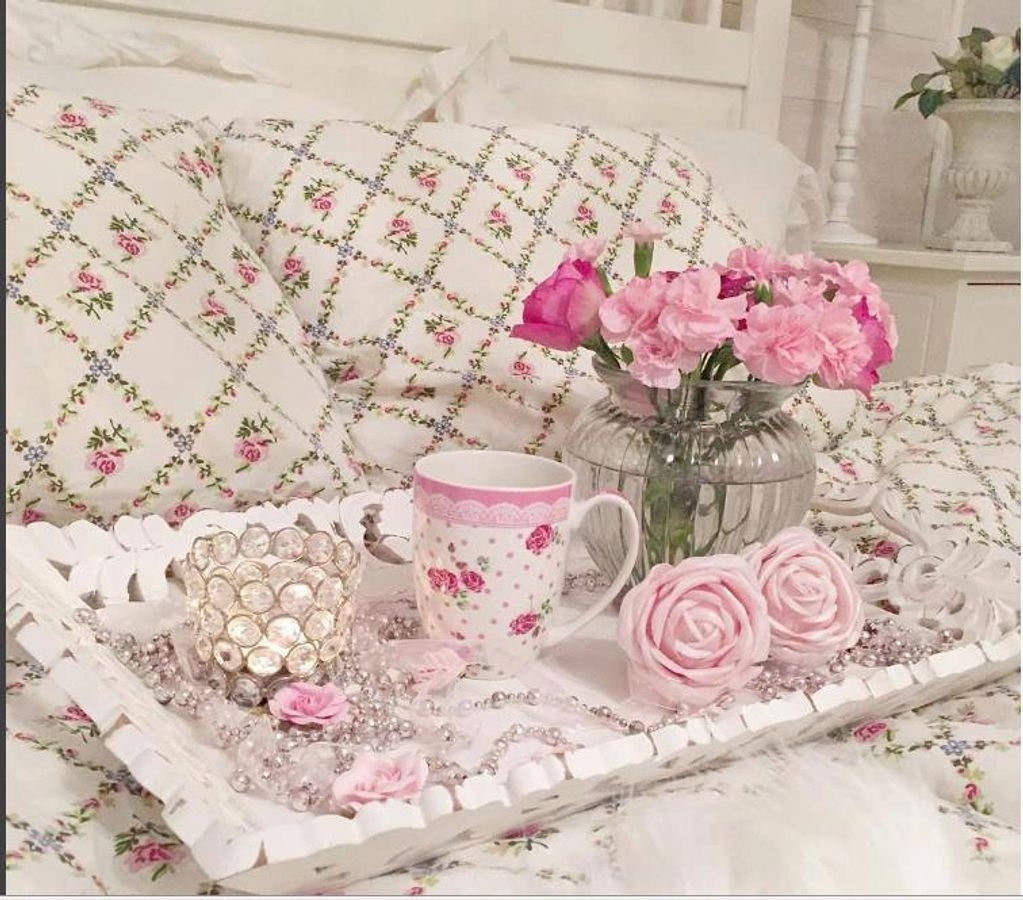 """I love china tea cups, roses, lace, pearls and making you feel special!"