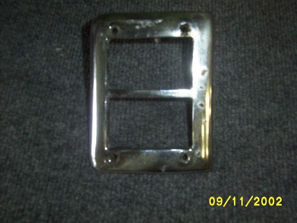 49-50 park light bezel [R]