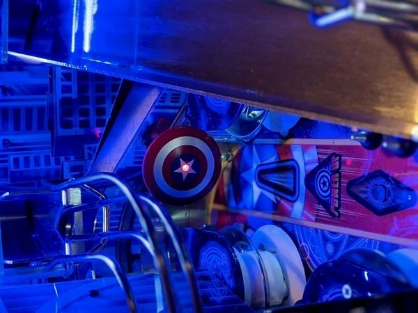 Avengers: Infinity Quest Pinball Illuminated Capt. America Shield