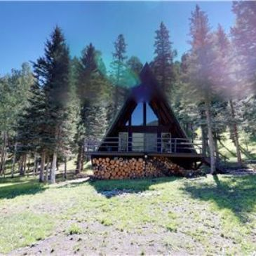 Private homes, cabins, lodges and hotel rooms available in Red River for your special occasions.