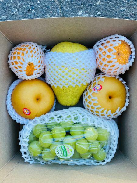 Moon festival Gift Fruits box中秋精品水果礼盒(香印青提、秋月梨、百香果、文旦)