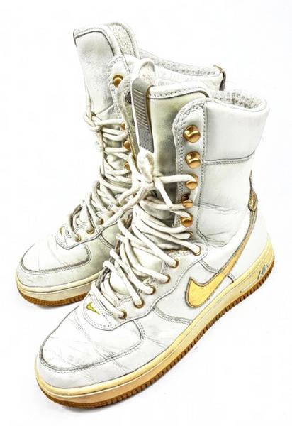 2005 true vintage nike boots size UK 4