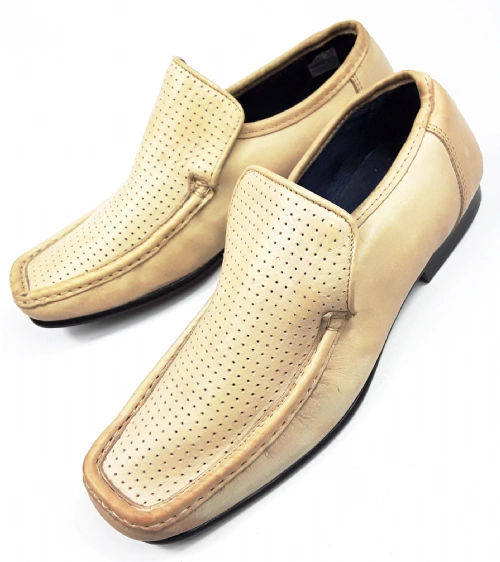 classic vintage cream leather loafers size 7