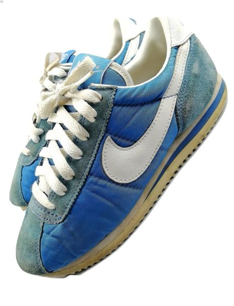 womens true vintage nike sneakers, size uk 5 issued in 1999