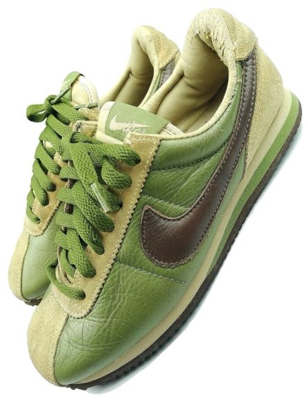 womens true vintage nike sneakers size uk 4.5 issued 2002