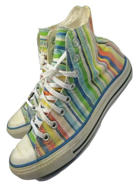2002 womens original vintage converse hightops size 6.5
