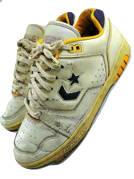 2001 truly vintage converse lakers edition sneakers UK 6