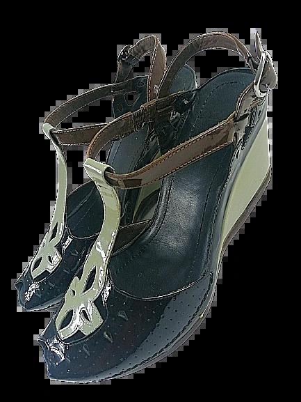 True Vintage women's wedge heel shoes