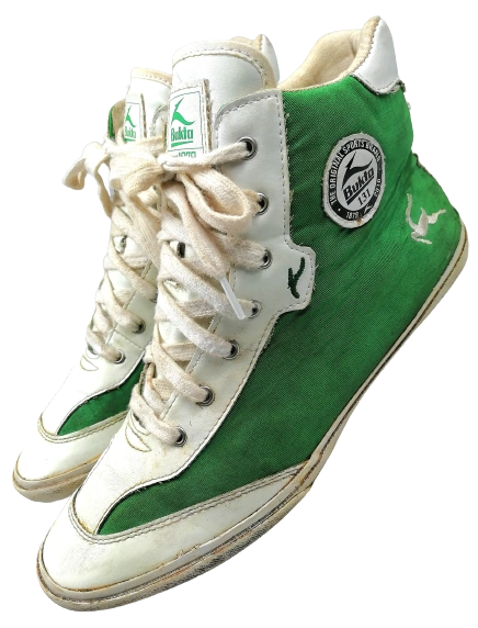 Size 9 true vintage bukta hightops 1997