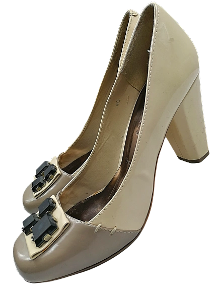 Size 7 True vintage womens cream heels