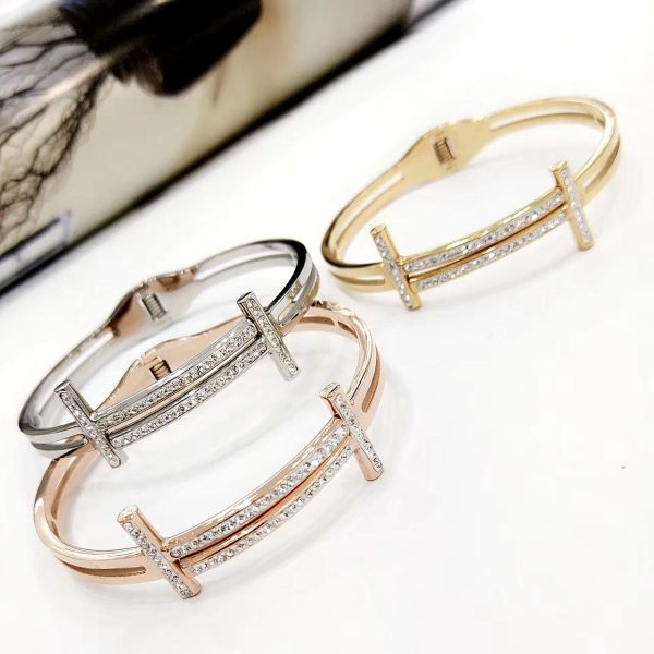 Stainless Steel Crystal T,Bangle .SSB50351