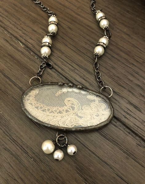 Oval antique lace and pearls necklace