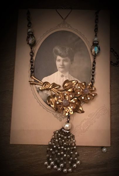 Vintage necklace with tassel gold tone