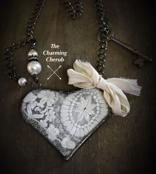 Statement heart antique lace