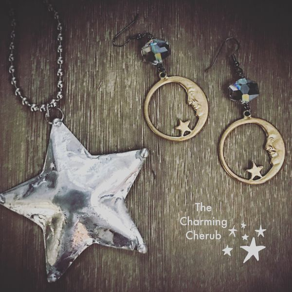 Puffed star necklace