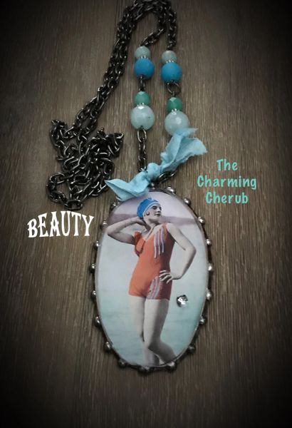 Bathing beauty necklace