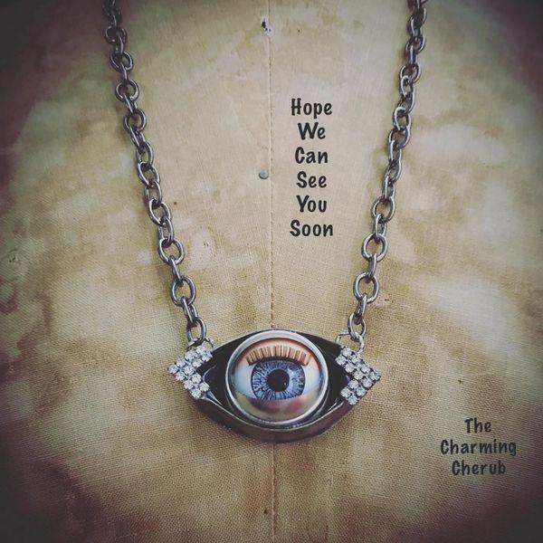 Blinking eye necklace