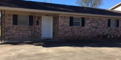 Nice 2/1 bath duplex located on dead end street. Perfect for couples, singles and construction worke