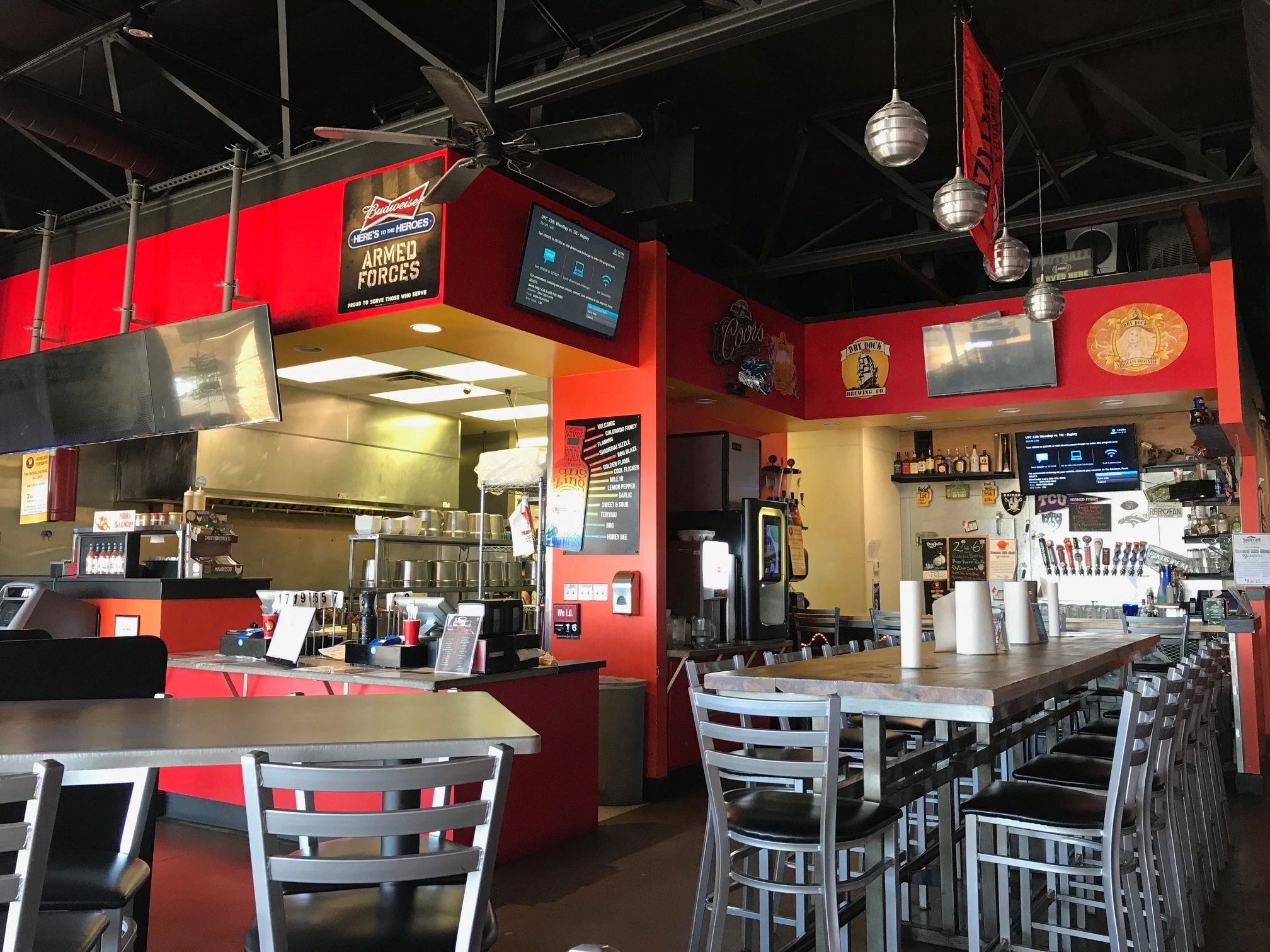 feedyourflame, Golden Flame, chicken wings, Aurora Colorado, Denver, places to eat near me, bars