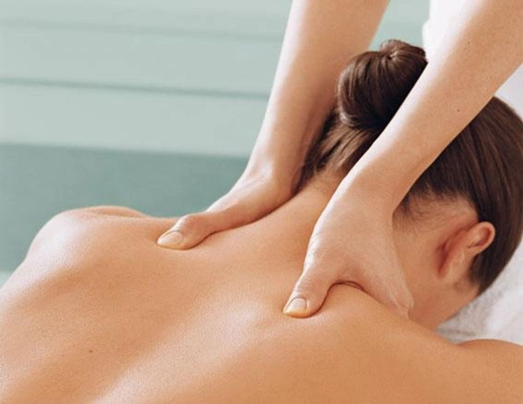 woman receiving shoulder massage from courtney atkins, LMT. Massage gift Certificate New Port Richey