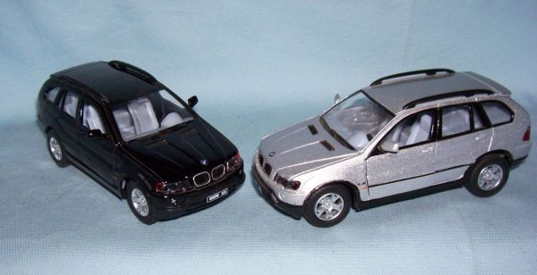 ACTION TOYS - Pair Die-cast BMW X5 Cars Pull back Action 1:36 Scale KINSMART