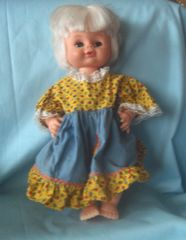 COLLECTIBLE DOLLS: Vintage UNEEDA Collectible Doll, MCMLXIX UNEEDA Platinum Blonde Doll