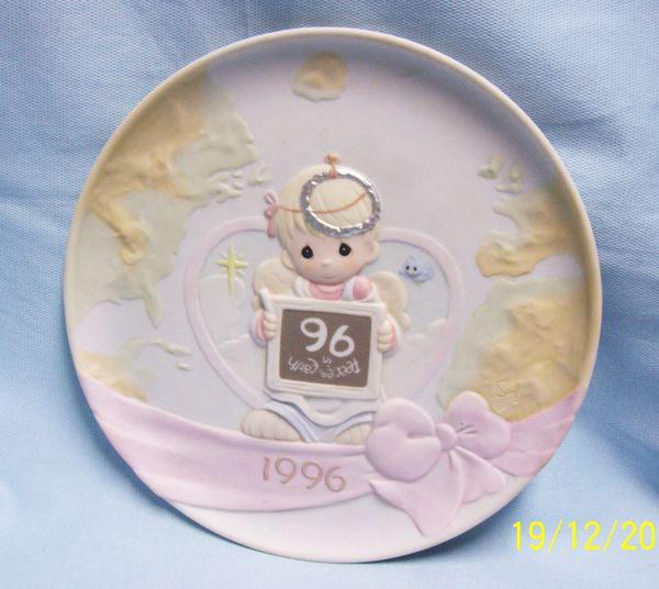 DECORATIVE PLATE: Precious Moments 1996 Boy Angel 'Peace on Earth' by Enecso