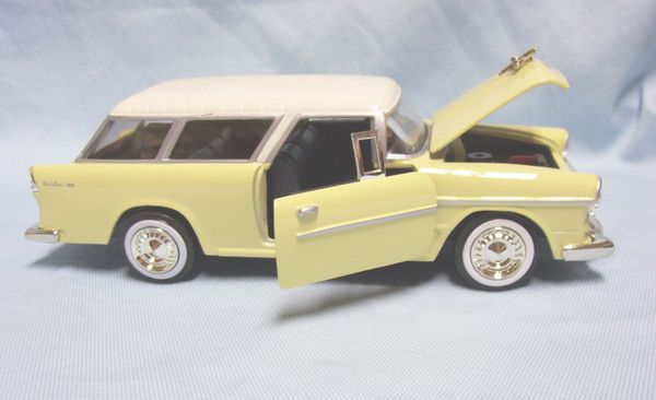 1955 Chevy Nomad Diecast Collectible Model Car 1:24 Scale Motormax