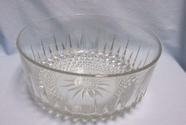"BOWL: Large Salad Bowl Serving Bowl by Arcoroc Clear Glass Diamond Cut Pattern 9"" Diameter"