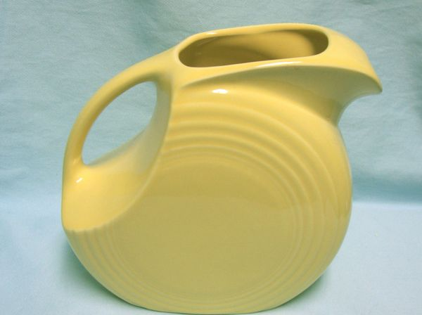 PITCHER: Large 67.75 oz Fiesta Yellow Disk Pitcher by Homer Laughlin